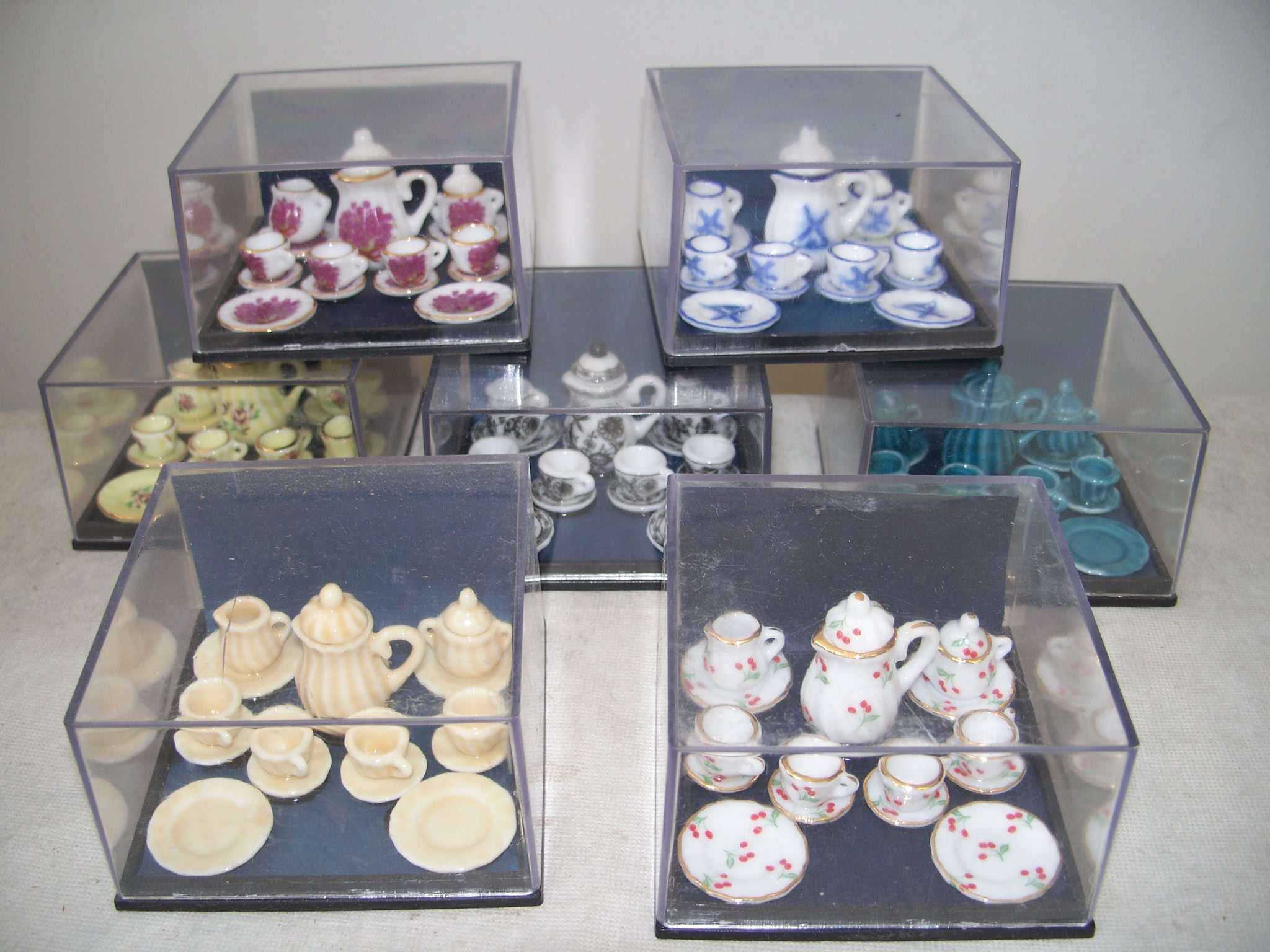 17 Piece Porcelain Tes Sets