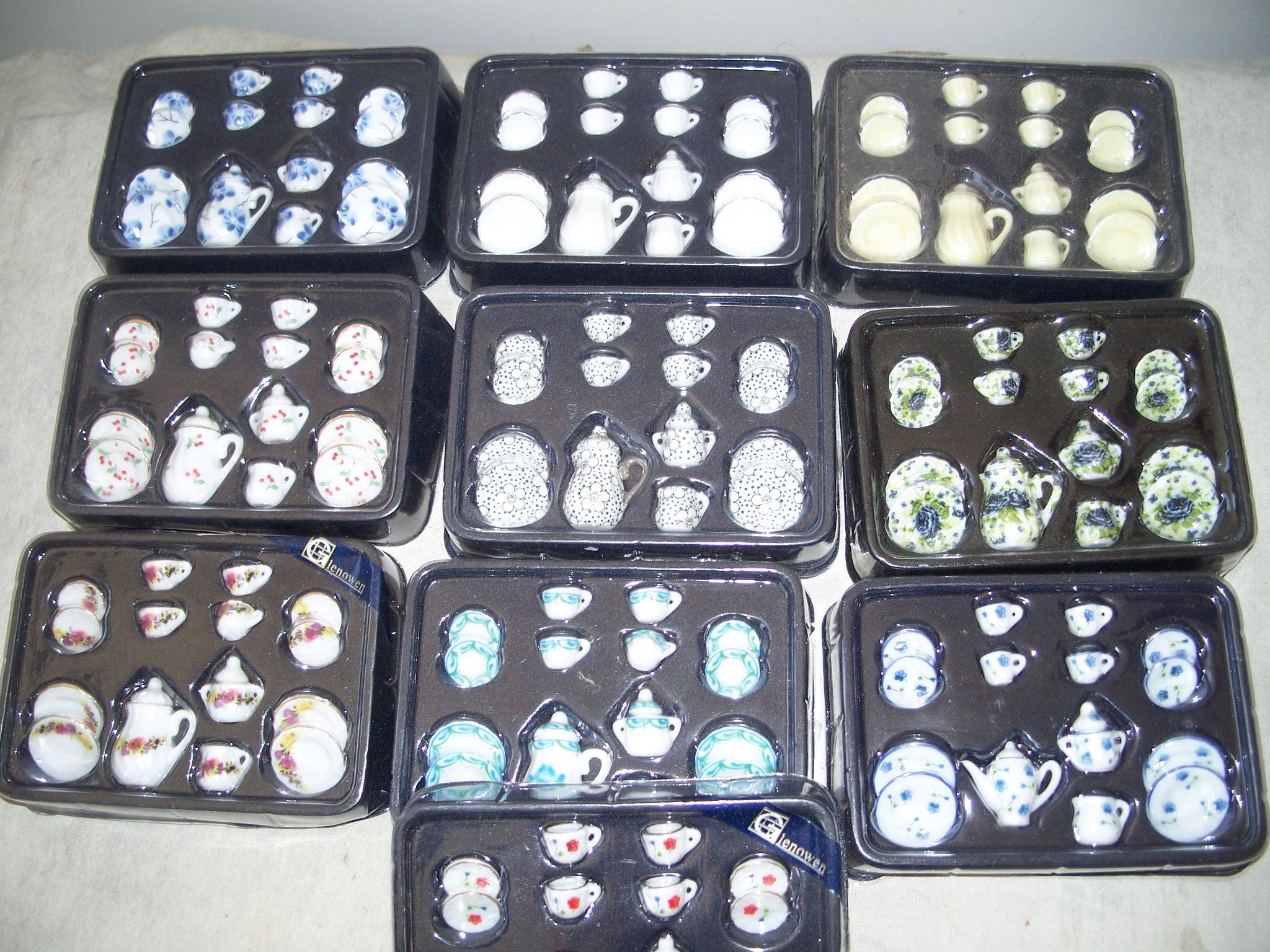 17 Piece Porcelain Tea Sets